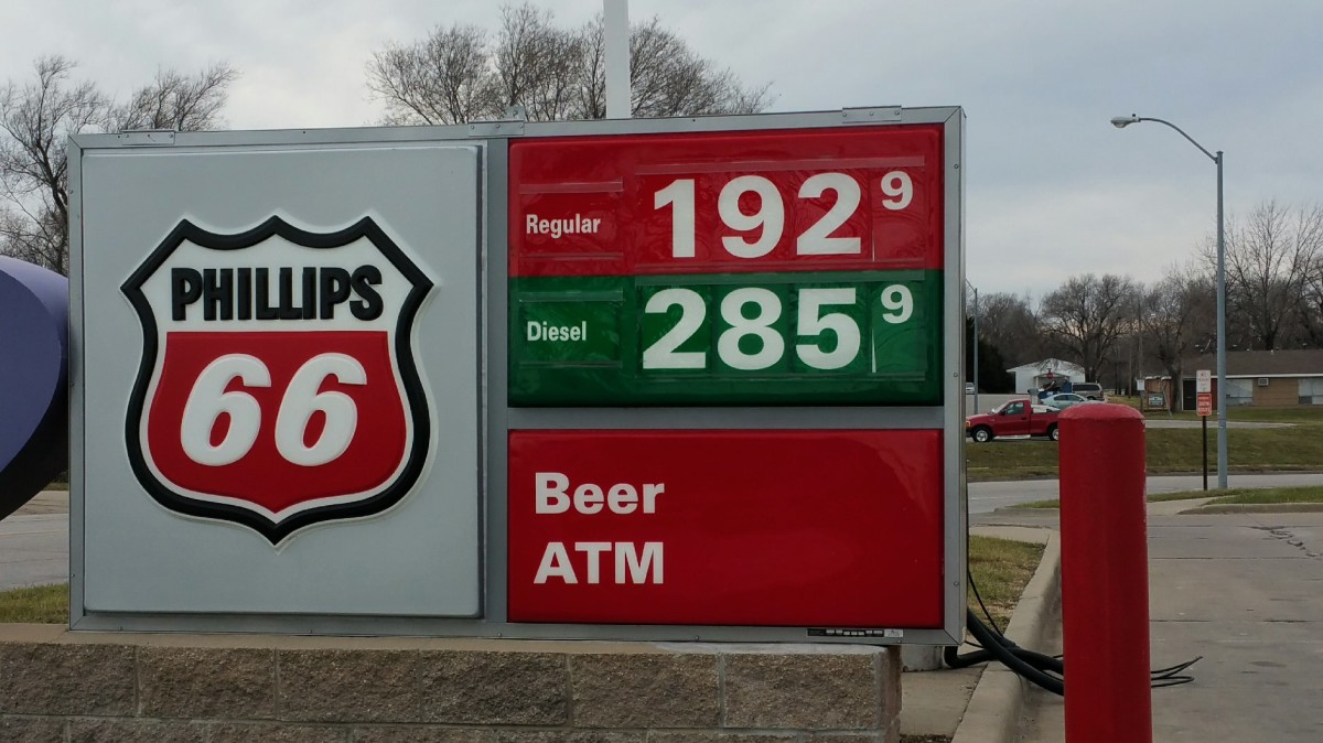 Gas prices are dropping across the US, time for a road trip!